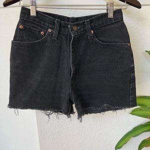 Levi's High waisted mom jean shorts size 26